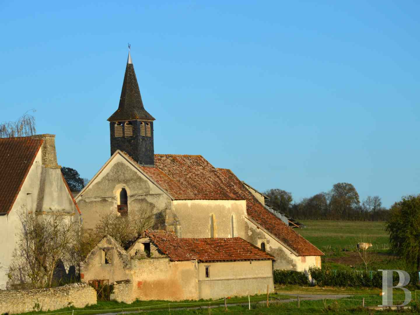 monastery for sale France center val de loire church chapel - 1 zoom
