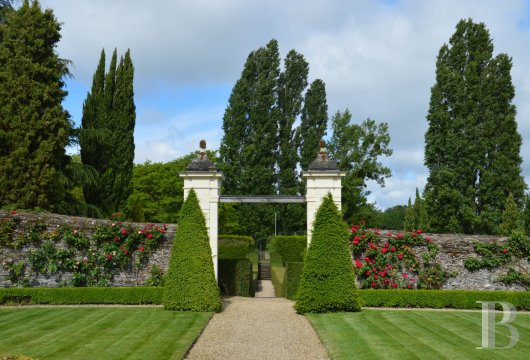 fA renaissance manor with classified gardens not far from the Loire in Anjou - photo N°4