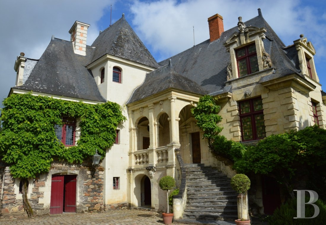 fA renaissance manor with classified gardens not far from the Loire in Anjou - photo n°3