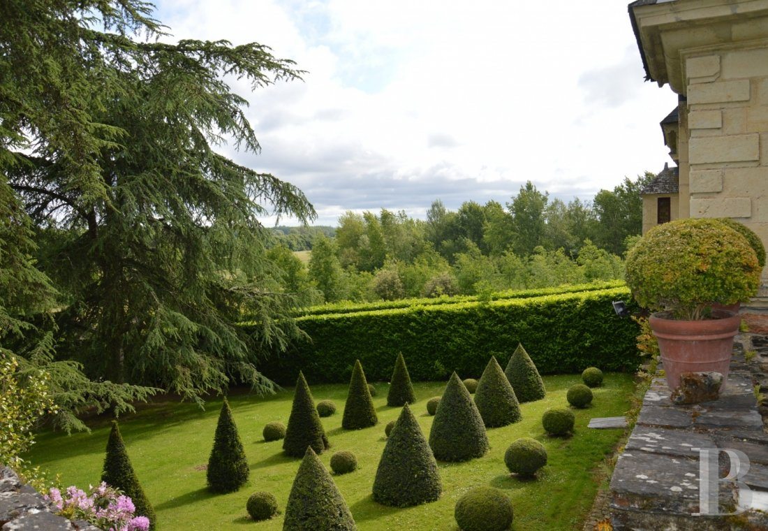 fA renaissance manor with classified gardens not far from the Loire in Anjou - photo N°6
