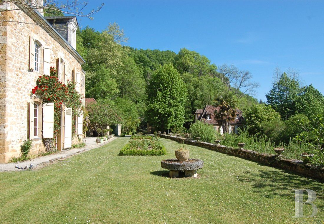 fA chateau with terraces overlooking the Dordogne Valley between Brive, Rocamadour and Sarlat - photo  n°8