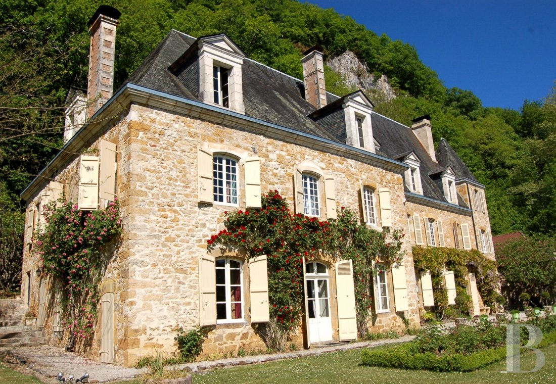 fA chateau with terraces overlooking the Dordogne Valley between Brive, Rocamadour and Sarlat - photo  n°16