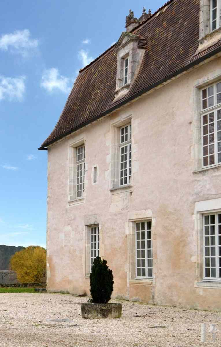 chateaux for sale France poitou charentes angouleme listed - 3 zoom