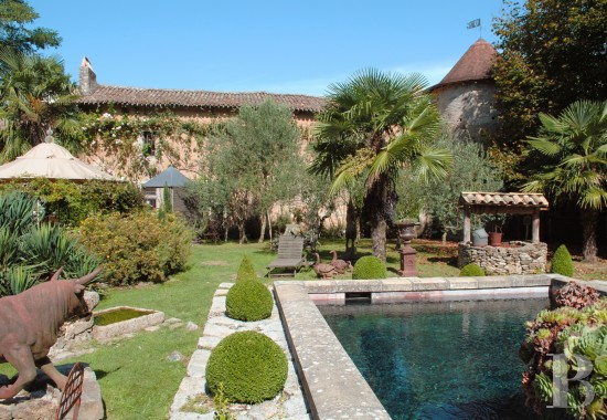 Manors for sale - poitou-charentes - An authentic, 14th century, stately residence with  its water-filled moats in the area around Poitiers