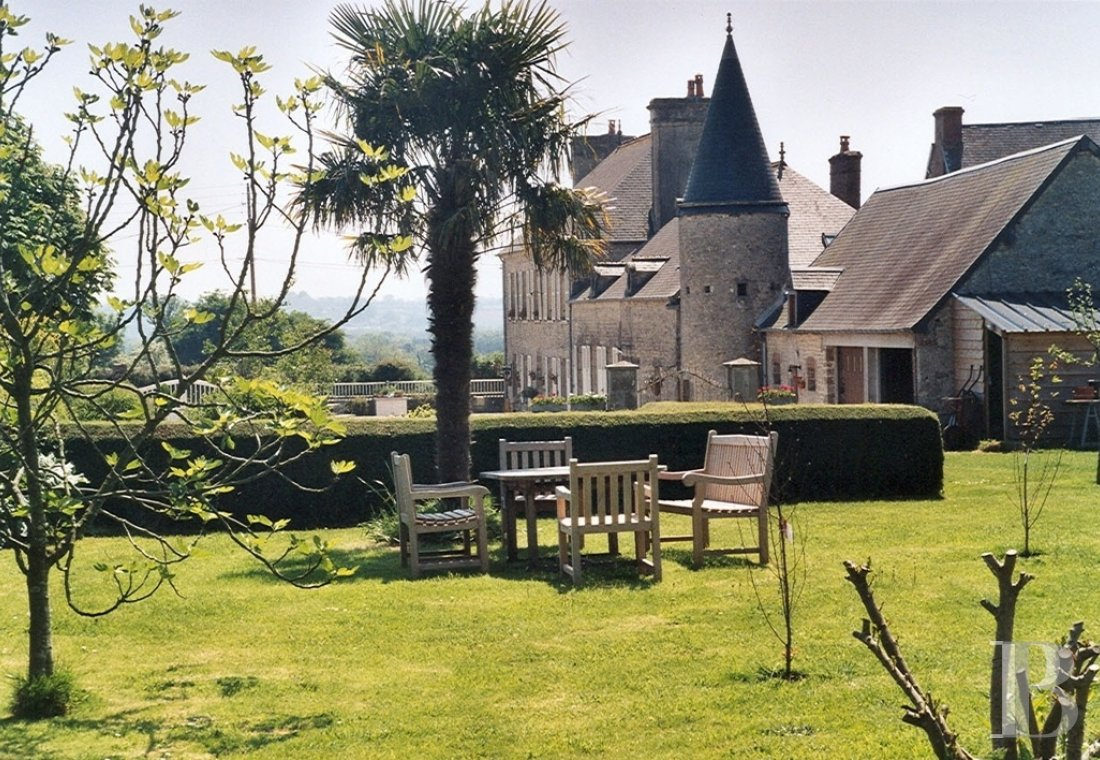 Manors for sale - lower-normandy - An 18th century manor house and its bed & breakfast activity in its wooded garden, near to the D-Day Landing beaches on the Cotentin peninsula