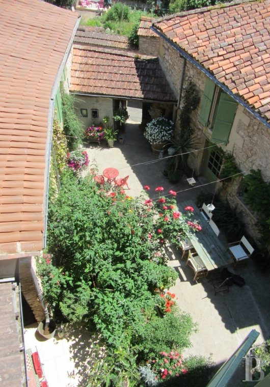 Residences for sale - aquitaine - An 18th century house with a courtyard and garden  in one of Green Perigord's little towns