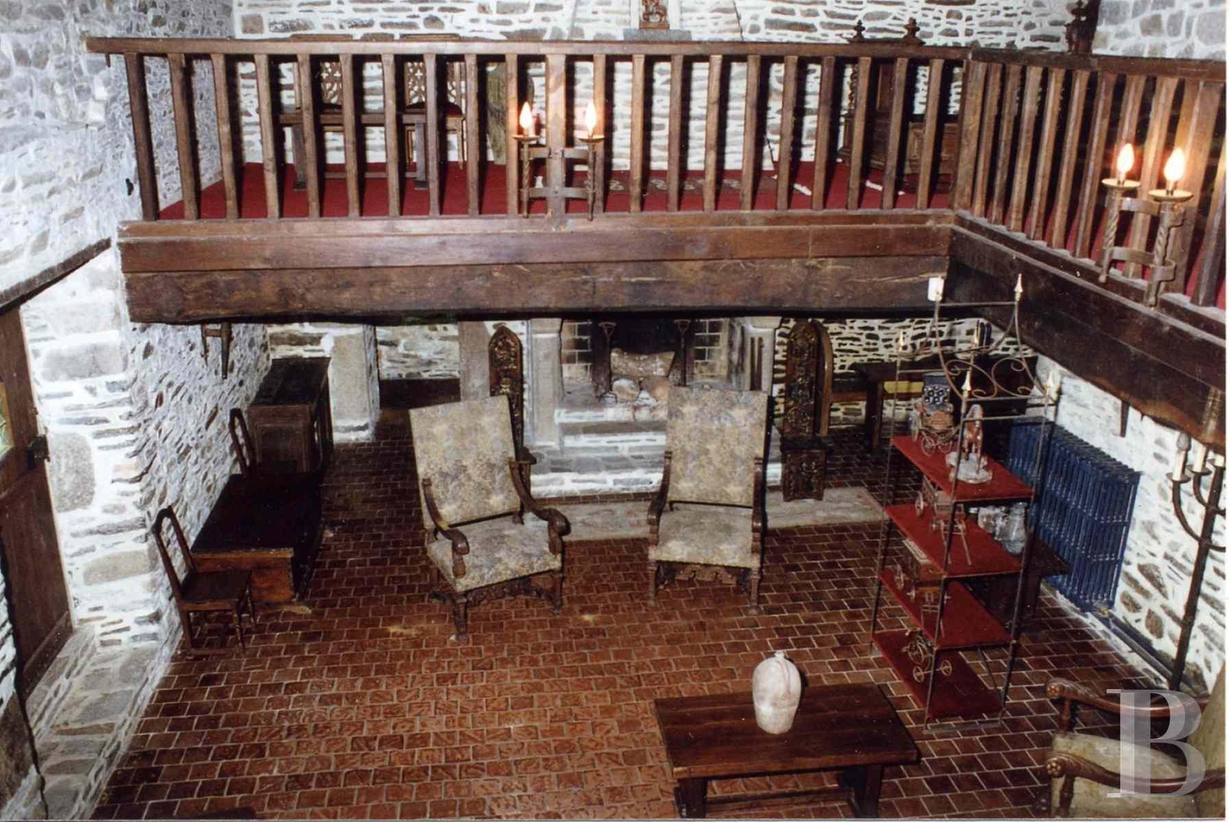 dans le cotentin sur un parc vallonn de 8 hectares manoir des 16 me et 17 me s et son moulin. Black Bedroom Furniture Sets. Home Design Ideas