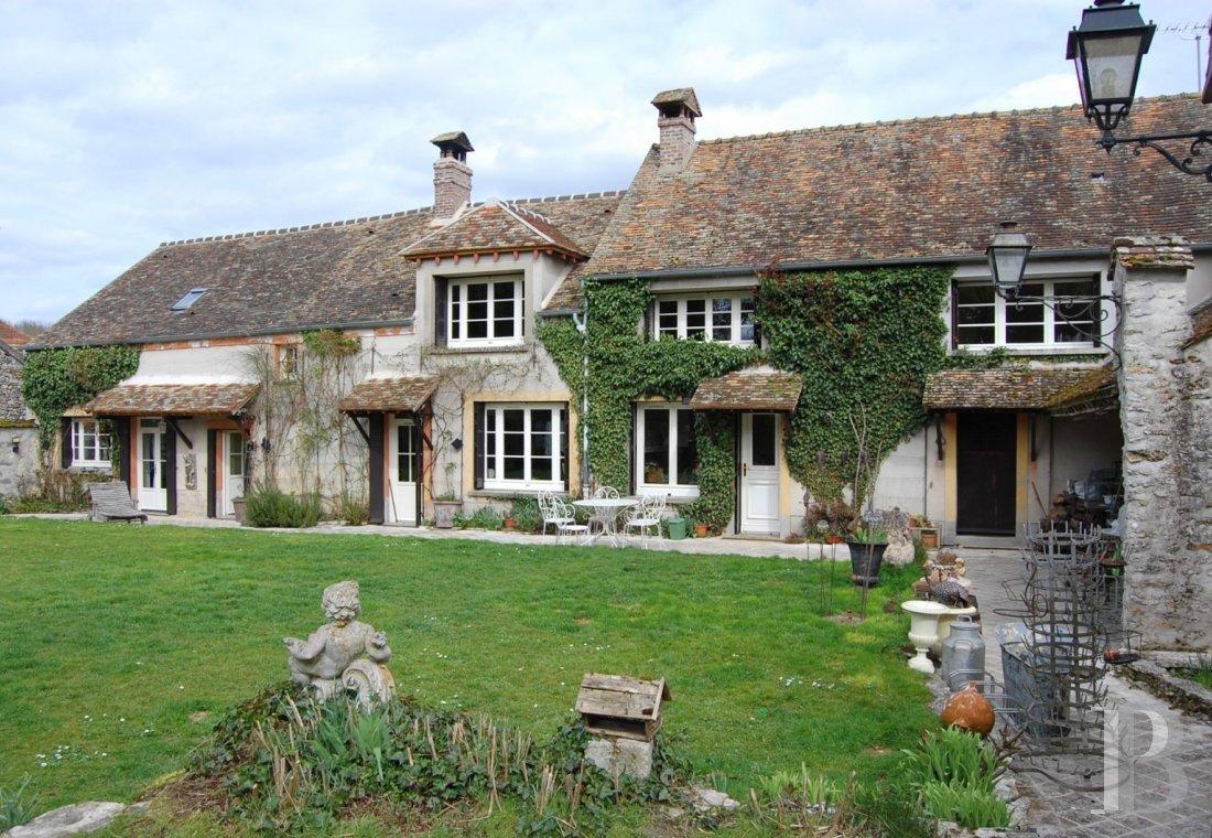Près de Fontainebleau, dans un village de charme, une propriété du ...