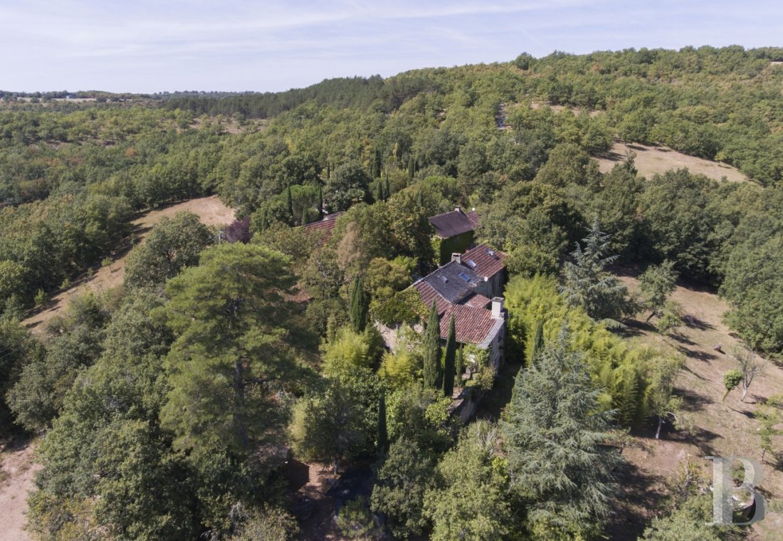 Character houses for sale - midi-pyrenees - A nuisance-free hamlet and its 30 ha estate in a dominant position in an area of great ecological interest, the borders of the French departments of Tarn-et-Garonne