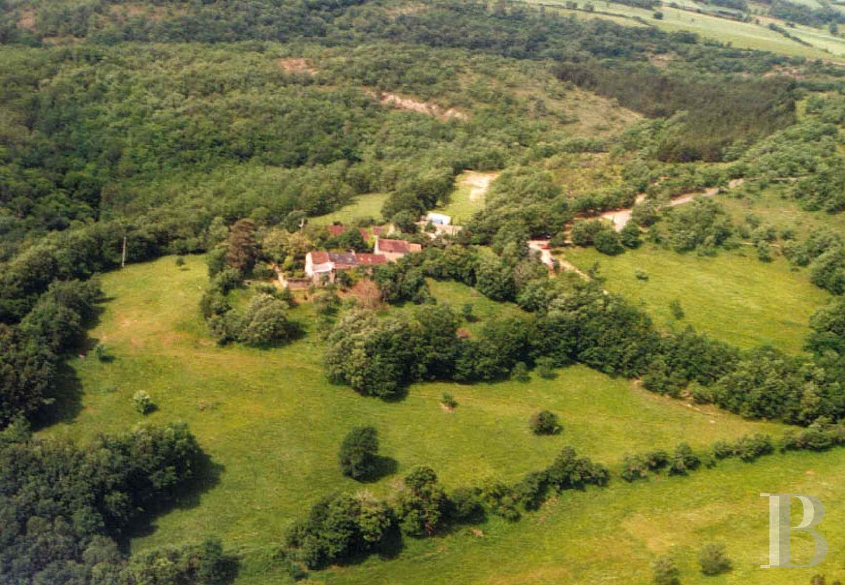 character properties France midi pyrenees hamlet estate - 1 zoom