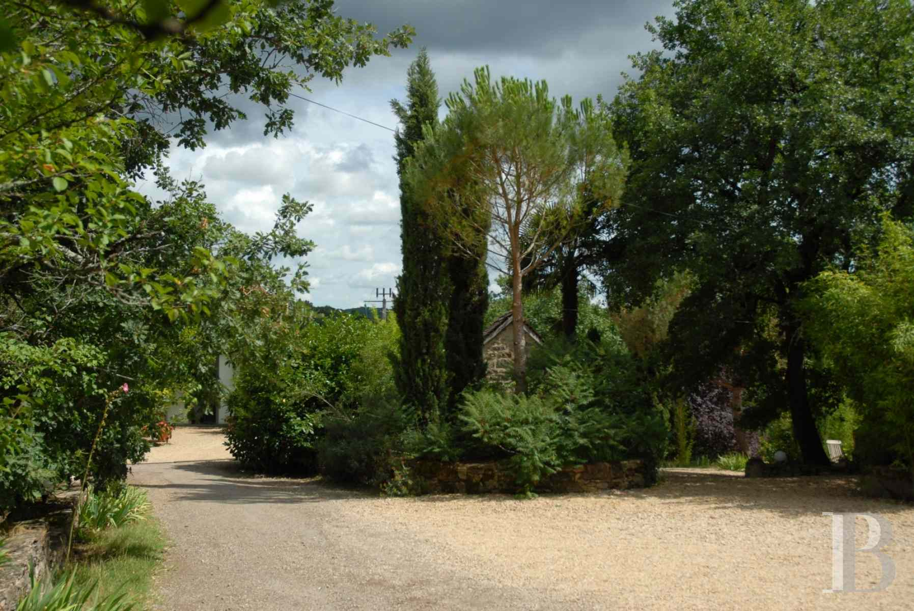 character properties France midi pyrenees hamlet estate - 4 zoom