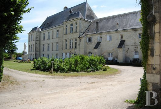 castles for sale France center val de loire   - 18
