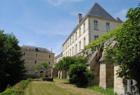 castles for sale France center val de loire   - 30