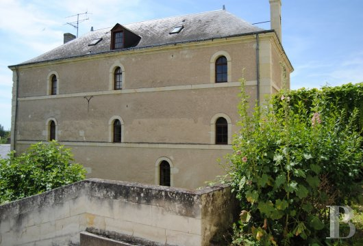 castles for sale France center val de loire   - 32