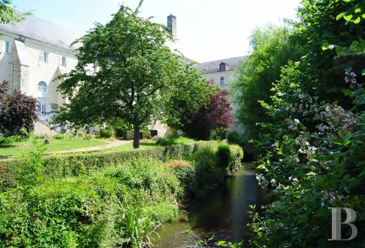 castles for sale France center val de loire   - 33