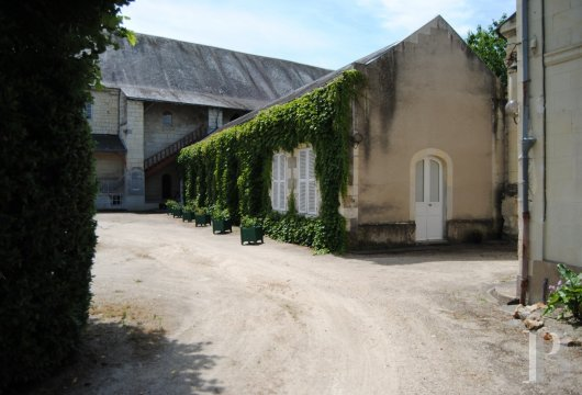 castles for sale France center val de loire   - 8