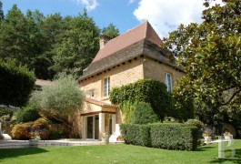 Residences for sale - aquitaine - On the outskirts of Sarlat,-leisure property in 7 ha (17.3 acres)