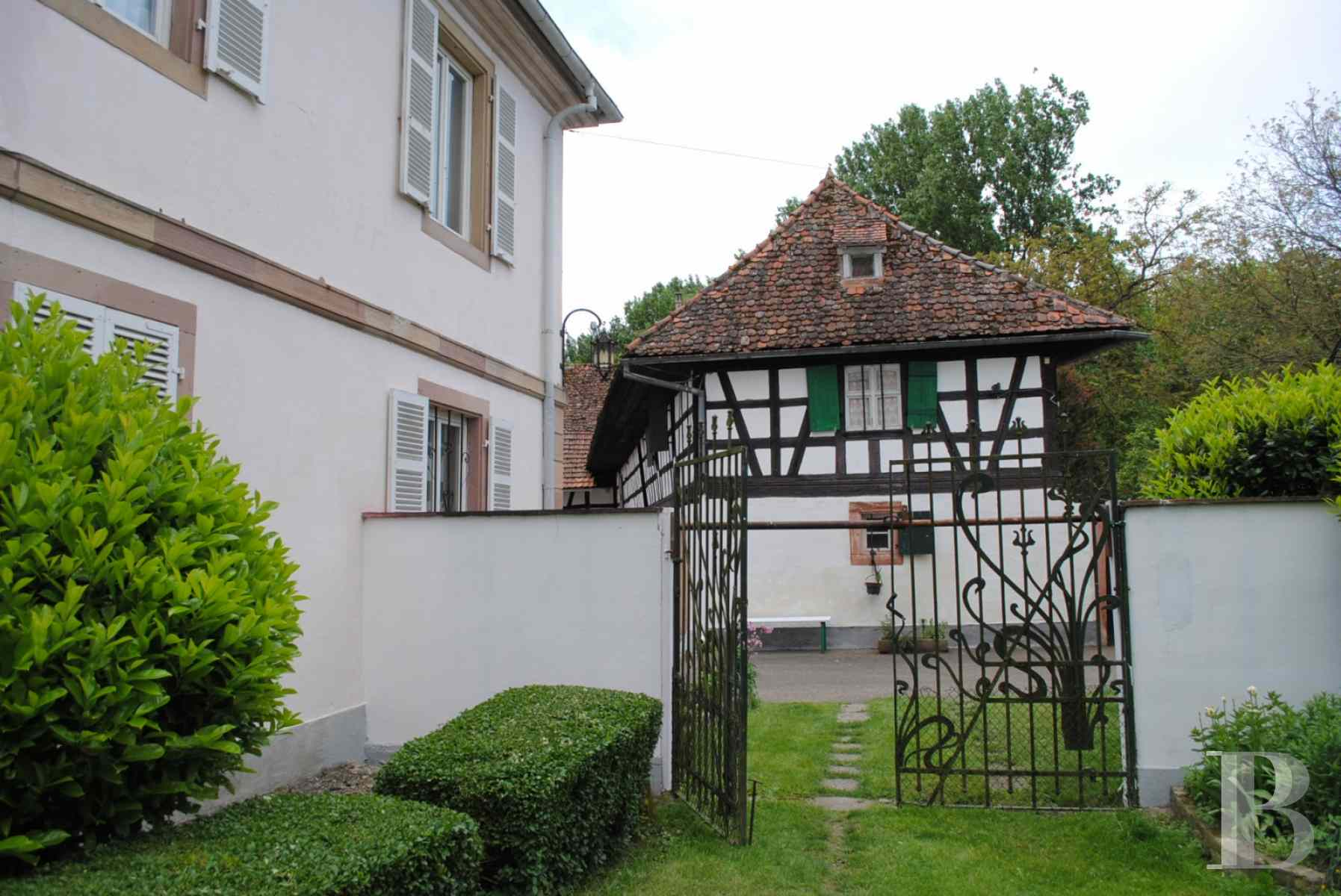 character properties France alsace strasbourg large - 6 zoom