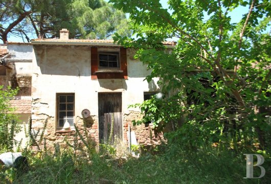 character properties France provence cote dazur sanary toulon - 3 mini