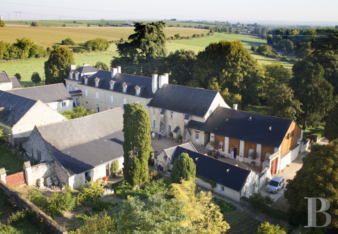 fA family house with monastic origins transformed into a hotel and guest house right by the banks of the Loire, between Saumur and Chinon - photo N°6