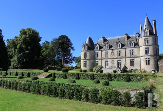 fA one thousand-year-old estate classified as a historic monument  in the heart of Bocage Vendéen, not far from Puy du Fou - photo n°3