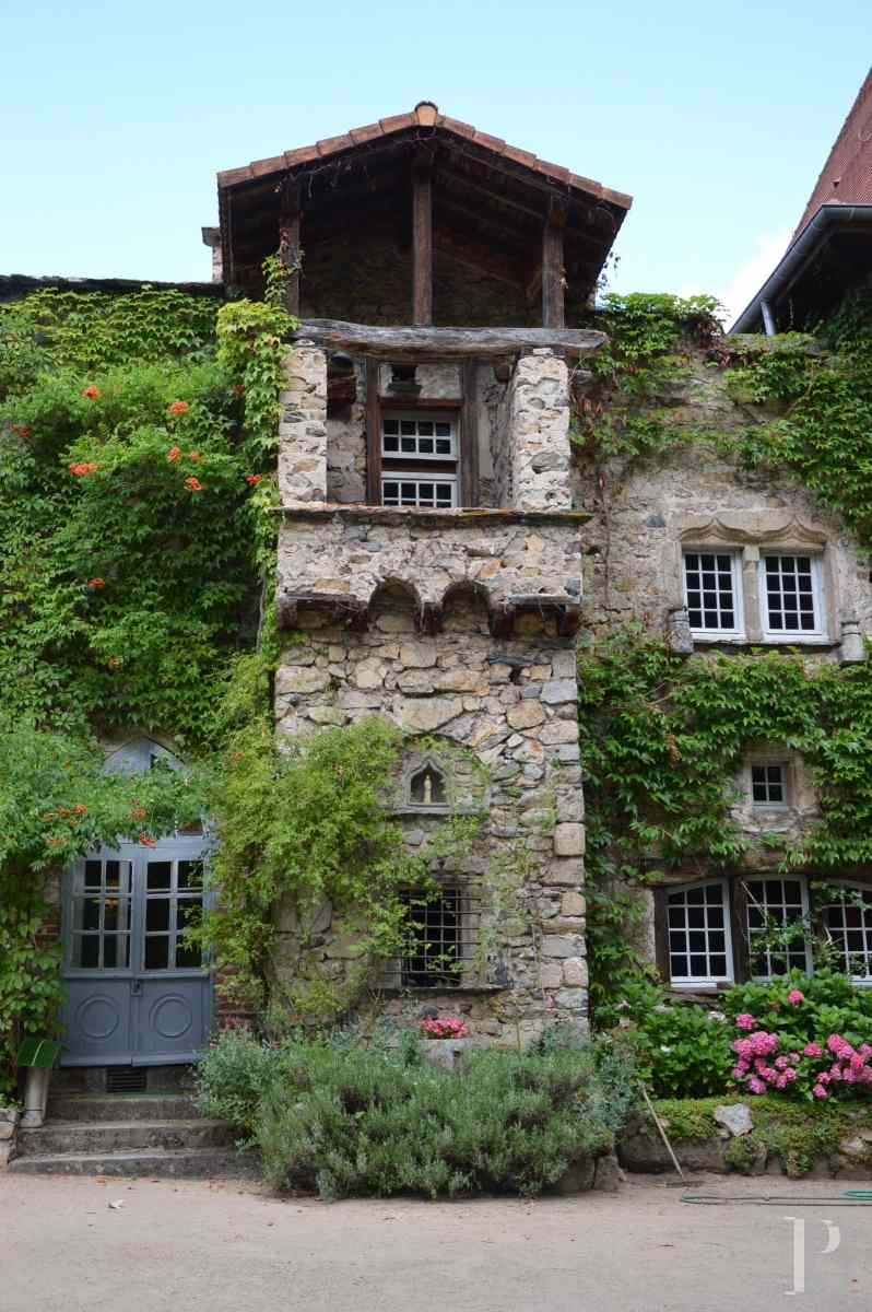 chateaux for sale France auvergne 15th century - 2 zoom