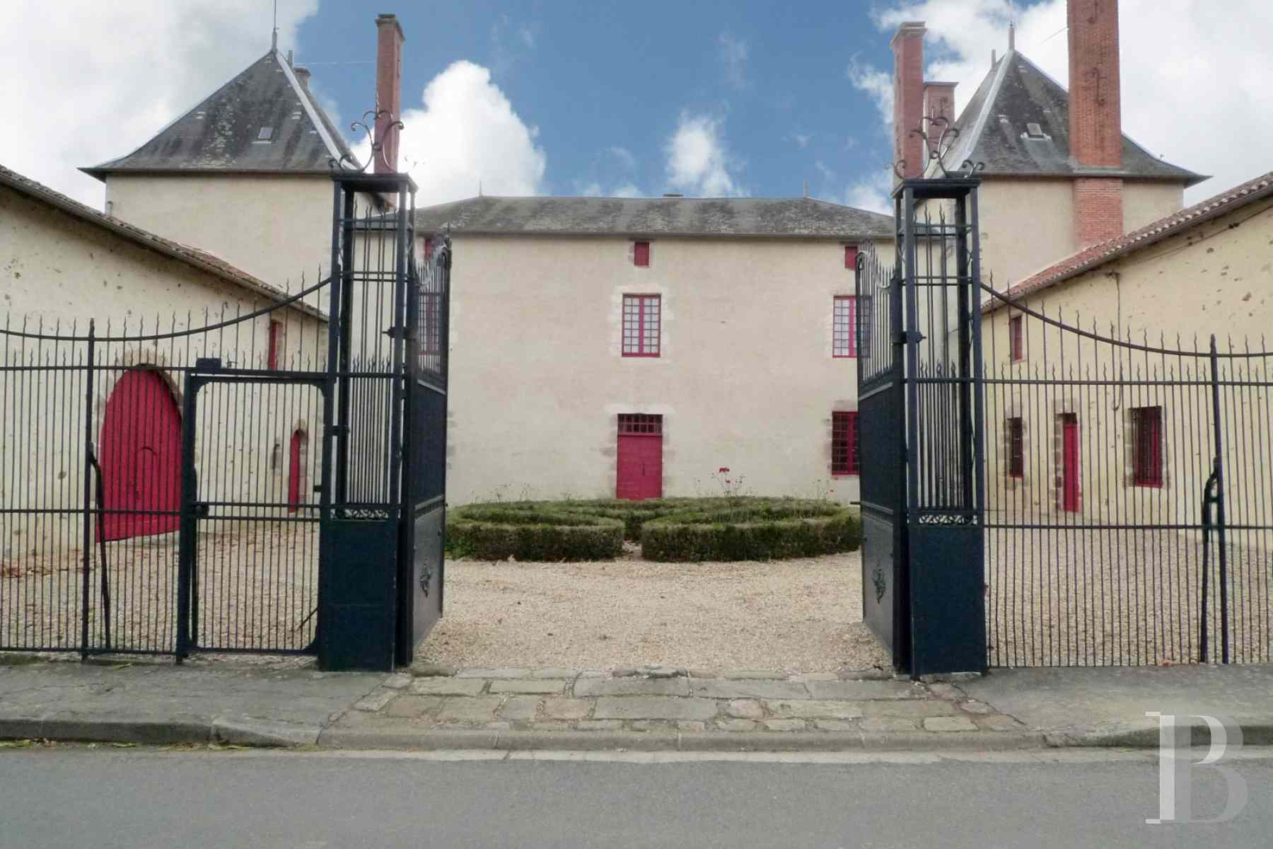 France mansions for sale poitou charentes dwelling 17th - 1 zoom