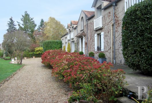 character properties France ile de france fontainebleau artist - 4