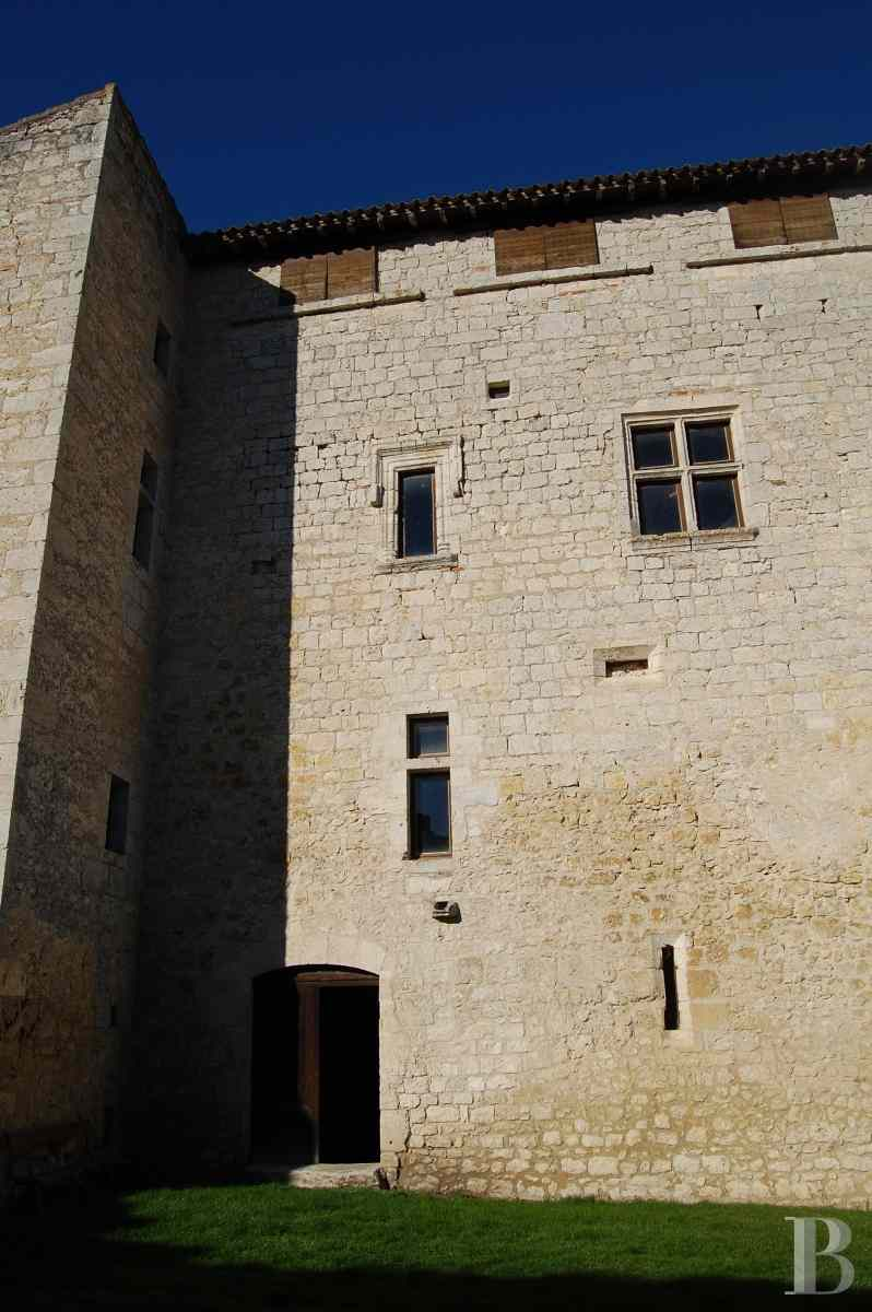 chateaux for sale France midi pyrenees medieval castle - 3 zoom