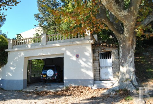 character properties France provence cote dazur middle class - 12 mini