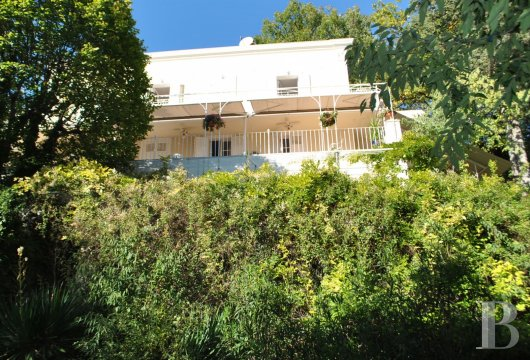 character properties France provence cote dazur middle class - 2 mini