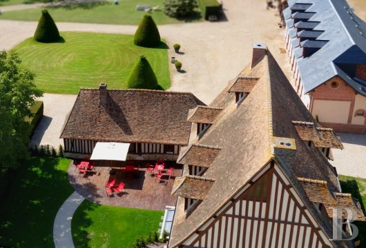 fA traditional Norman house that has been transformed into a four-star hotel, just one hundred kilometres from Paris on the border of the Louvier region  - photo N°3