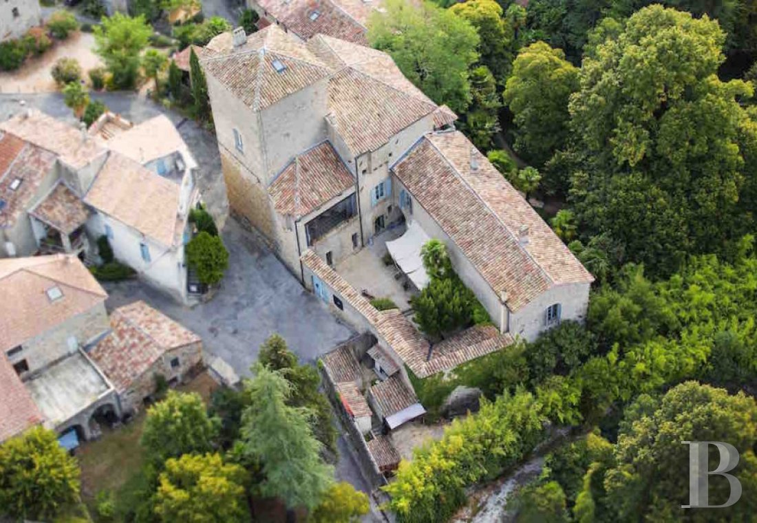 A small village chateau  with a remarkable garden  in Ardèche - photo  n°1