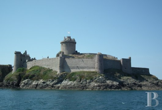 fAn impressive castle stretching into the sea  with a view of cape Fréhel from the côtes d'Armor - photo n°4