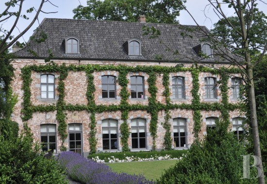 Castles / chateaux for sale - belgium - A 15th century coaching inn ten minutes from Tournai