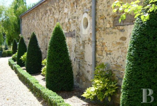 fA house full of spirit with a courtyard and garden  between Anjou bleu and Mayenne  - photo N°10