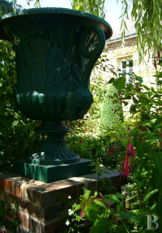 fA house full of spirit with a courtyard and garden  between Anjou bleu and Mayenne  - photo N°8