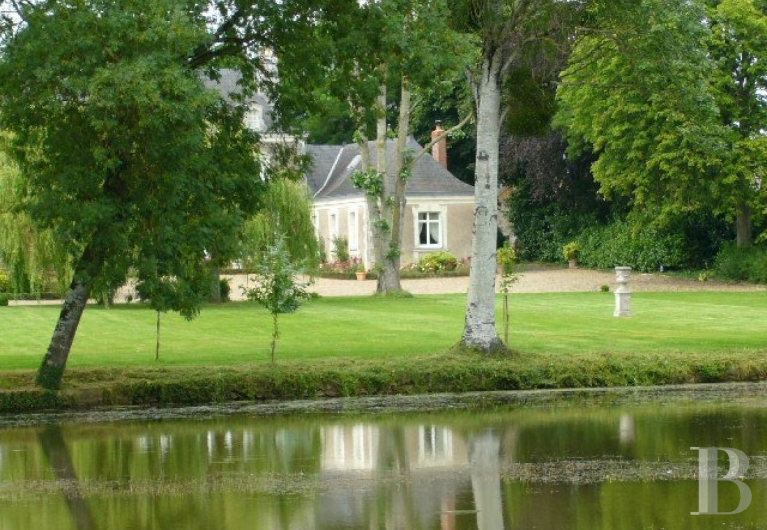fA house full of spirit with a courtyard and garden  between Anjou bleu and Mayenne  - photo N°7