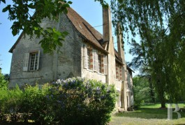 Residences for sale - center-val-de-loire - In the Sologne region, a 13th century Seigneurial residence redesigned in the 15th century