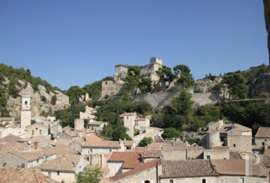 A guest house that was once a village grocery store located at the foot of Montagnette and the castle of Boulbon near to Avignon  - photo N°6