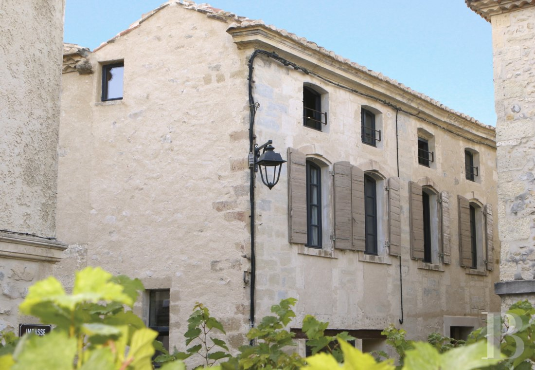 A guest house that was once a village grocery store located at the foot of Montagnette and the castle of Boulbon near to Avignon  - photo N°1