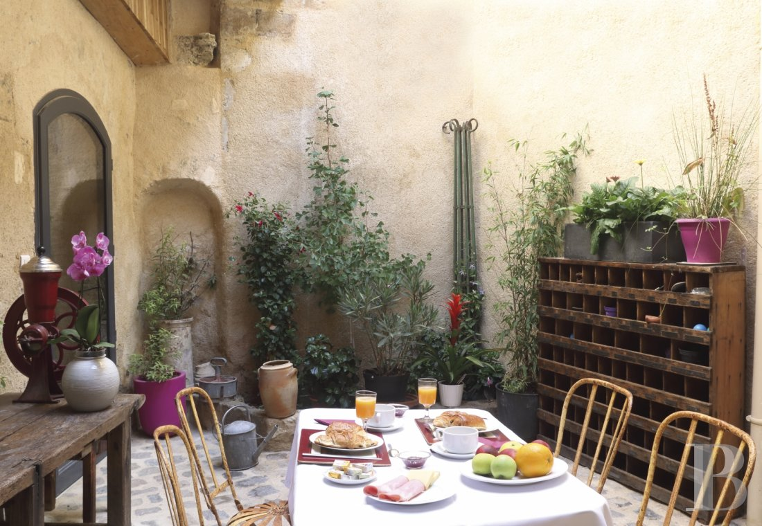 A guest house that was once a village grocery store located at the foot of Montagnette and the castle of Boulbon near to Avignon  - photo N°9
