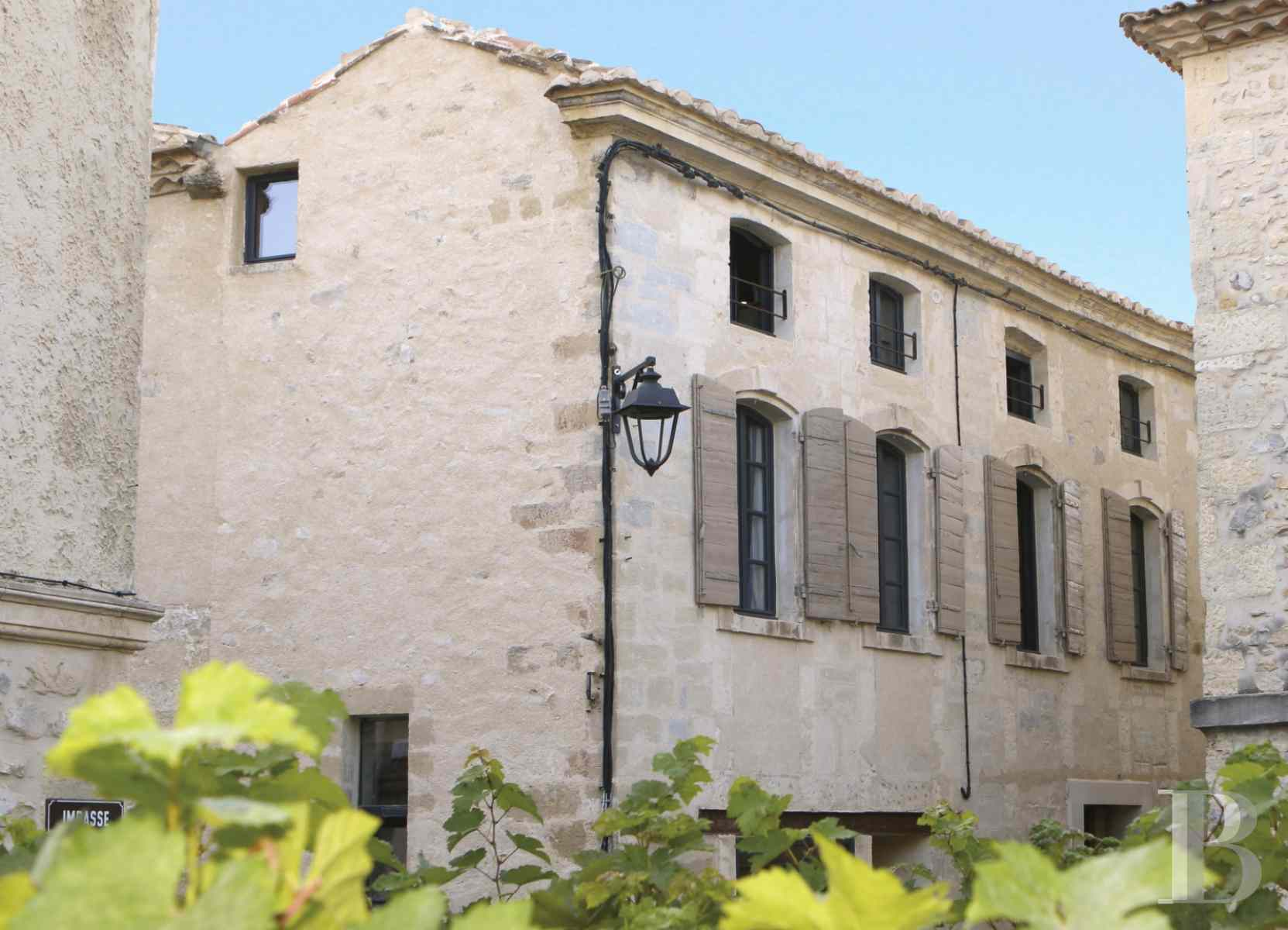 character properties France provence cote dazur avignon arles - 1 zoom