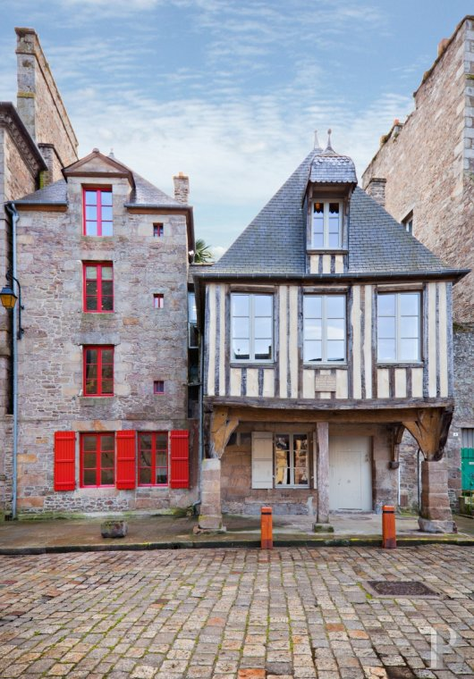 A 15th century house with an adventurous spirit  in the heart of Dinan  - photo  n°2