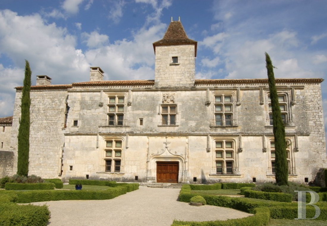 chateaux for sale France midi pyrenees chateau quercy - 1 mini