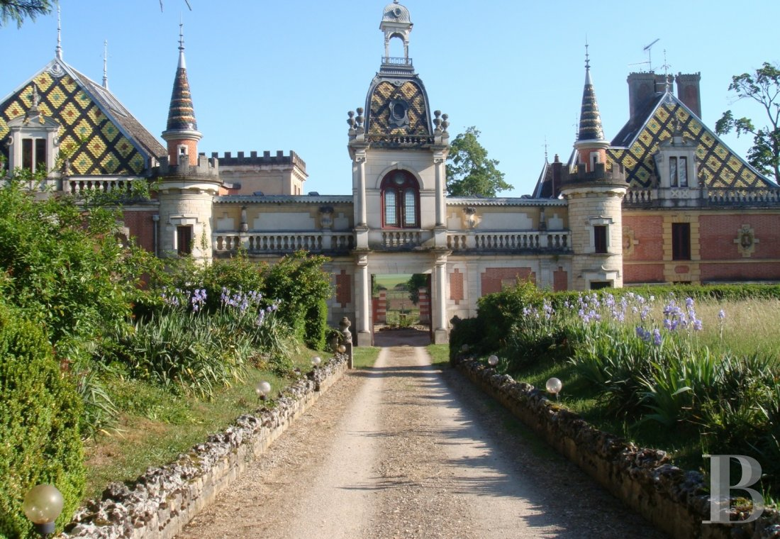 chateaux for sale France burgundy beaune property - 1