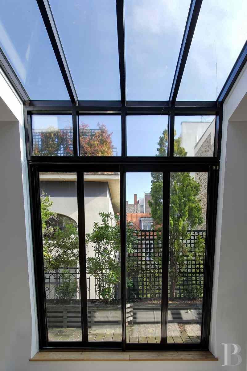 A neuilly sur seine l gant h tel particulier de 355 m2 for Agence immobiliere specialisee terrasse paris