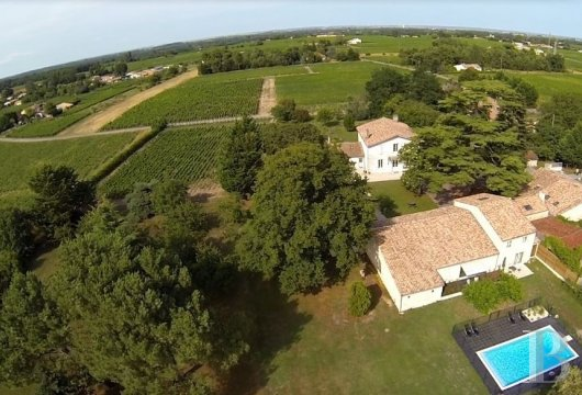 fA former wine estate with a focus on well-being in the Gironde estuary and Mer des Pertuis marine park - photo N°3