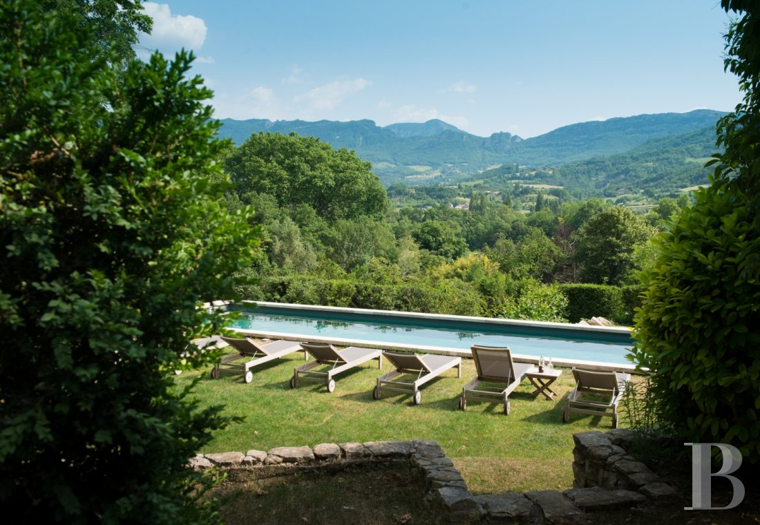 An estate bathed in sunlight with a warm and refined atmosphere, between Vercors and Provence - photo  n°3