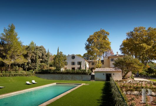 A unique property committed to a very French way of life  at the heart of the Luberon region in the Aix countryside - photo N°2